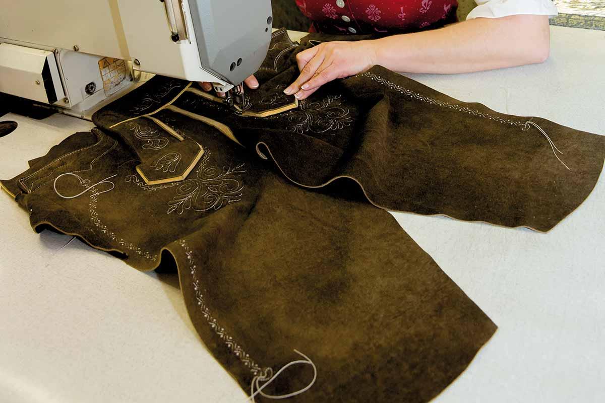 Sehr So entsteht eine Lederhose - Trachten Freund - Trachtenmode aus AJ19