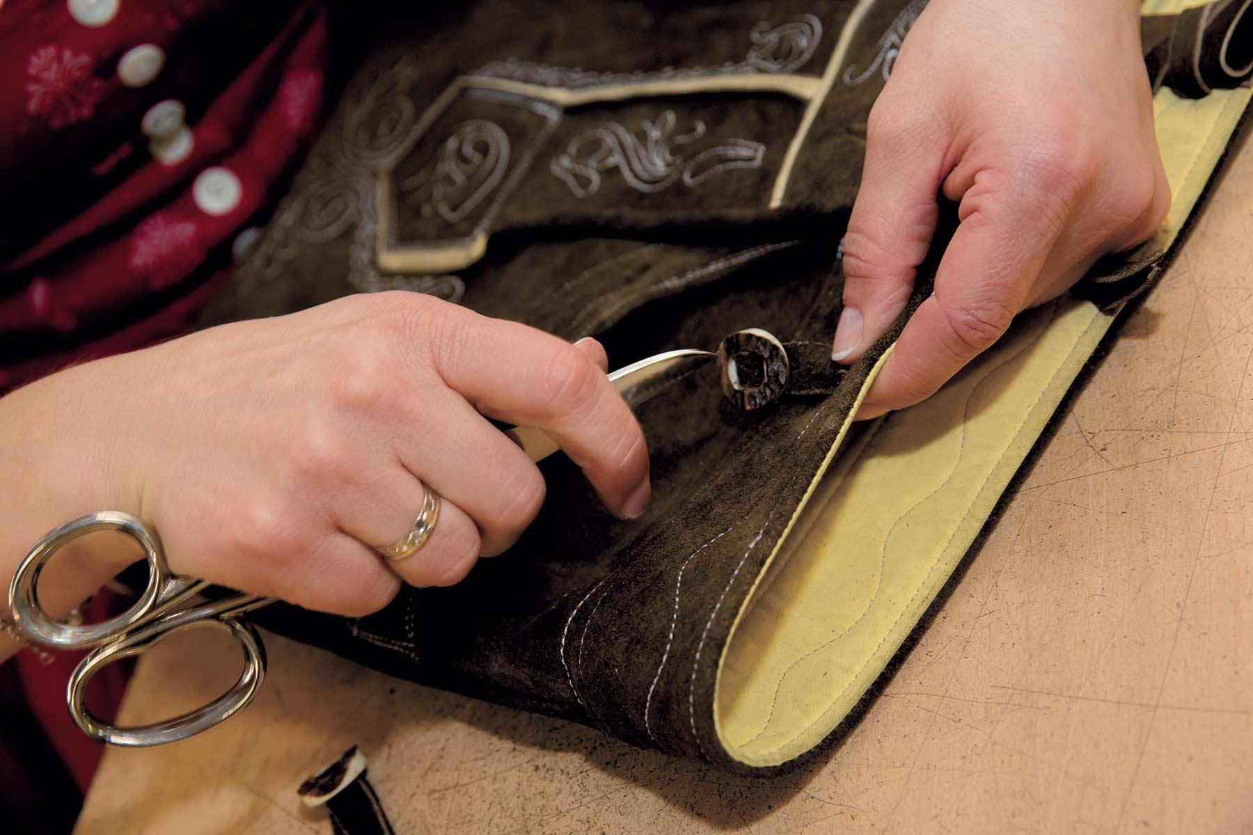 Top So entsteht eine Lederhose - Trachten Freund - Trachtenmode aus PT91